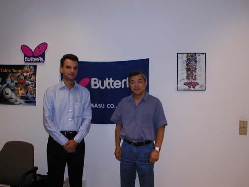 Фото заключение договора в офисе Butterfly слева Сергей Савельев директор компаний ТТСПОРТ справа глава компаний Butterfly Europa Mr. Hideyuki Kamizuru